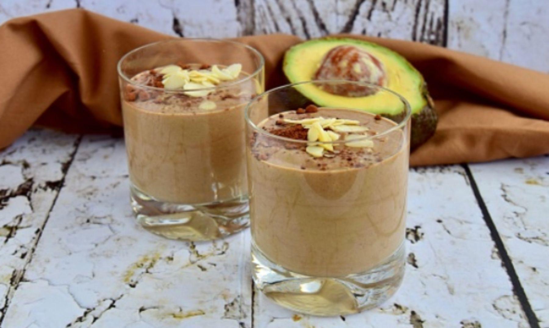 Batido de aguacate y chocolate, la receta de la bebida más deliciosa y energética del verano