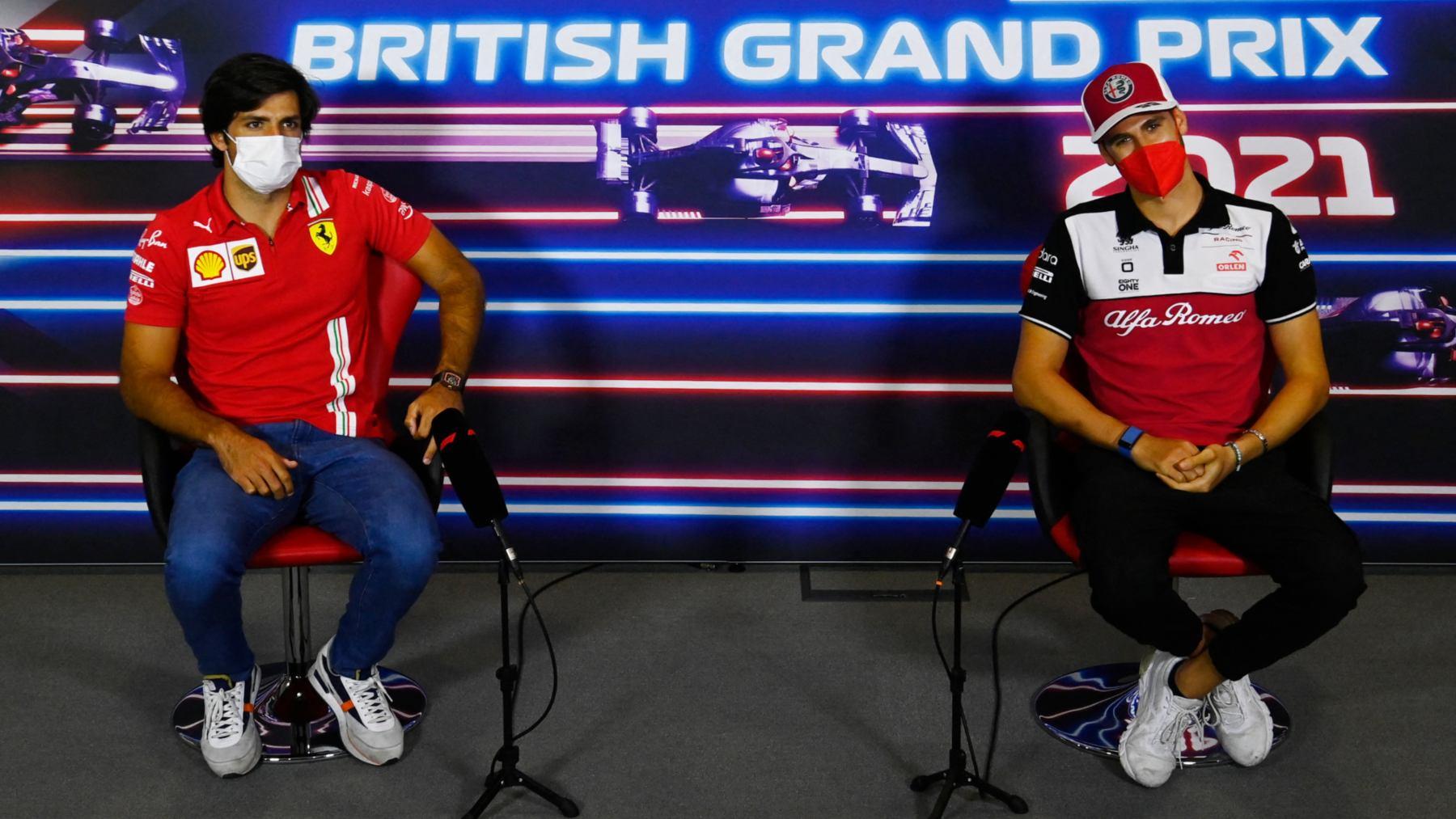 Carlos Sainz y Antonio Giovinazzi en rueda de prensa. (AFP)