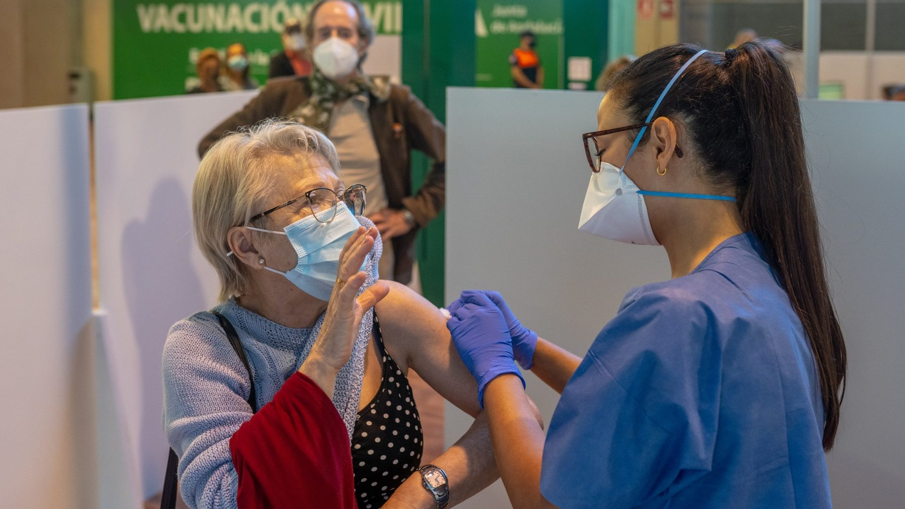 Vacunación en el Estadio de la Cartuja de Sevilla (EDUARDO BRIONES / EUROPA PRESS).-19_28_abril_2021_estadio (1)