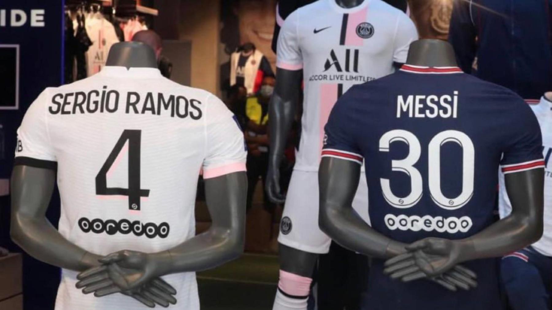 Las camisetas de Sergio Ramos y Leo Messi expuestas en la tienda oficial del PSG. (Foto: Sergio Ramos)