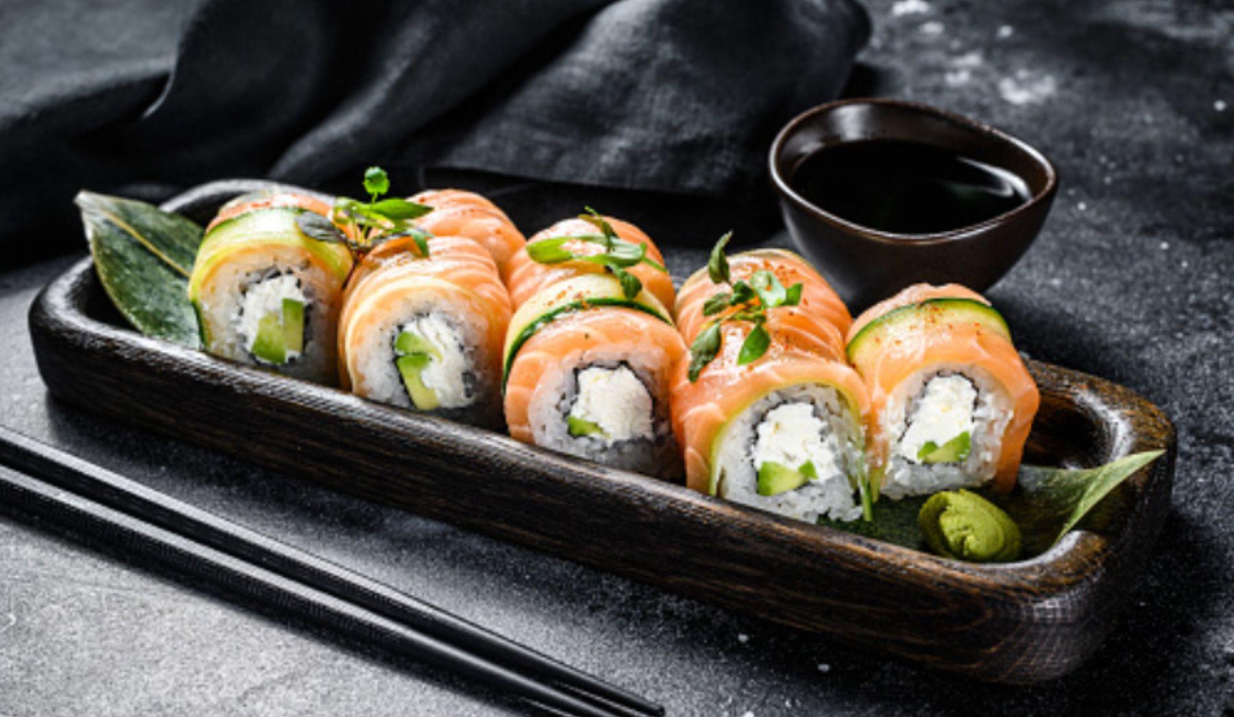 Sushi rápido con queso de untar y salmón ahumado, receta de verano