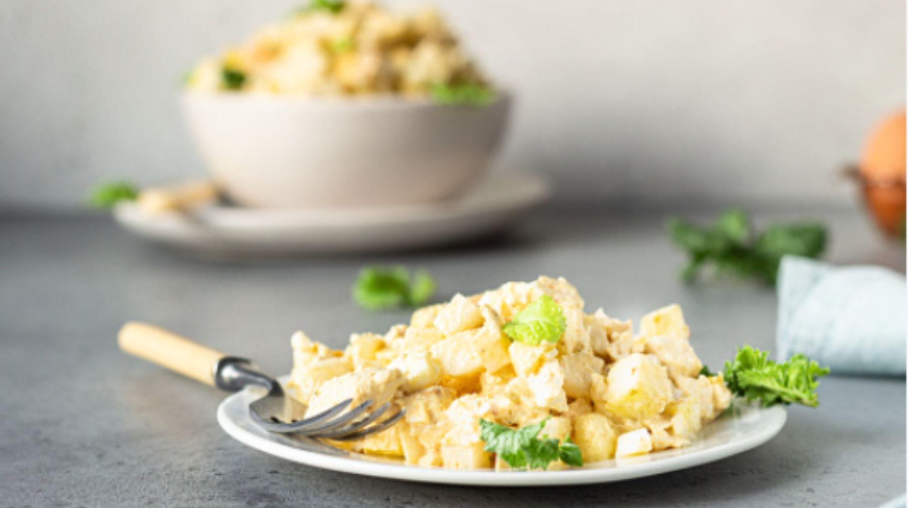 Ensalada fría de patata y apio, una receta ideal para el verano