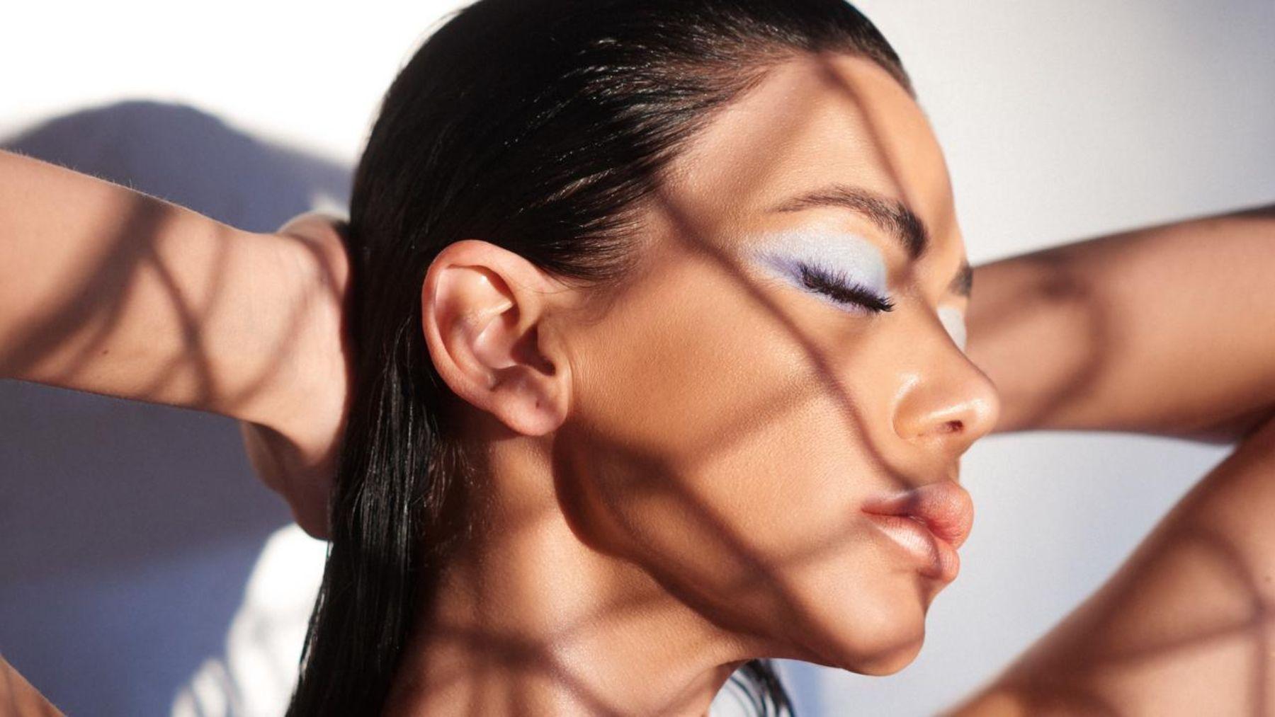 Cómo usar bien el maquillaje si tenemos un rostro bronceado