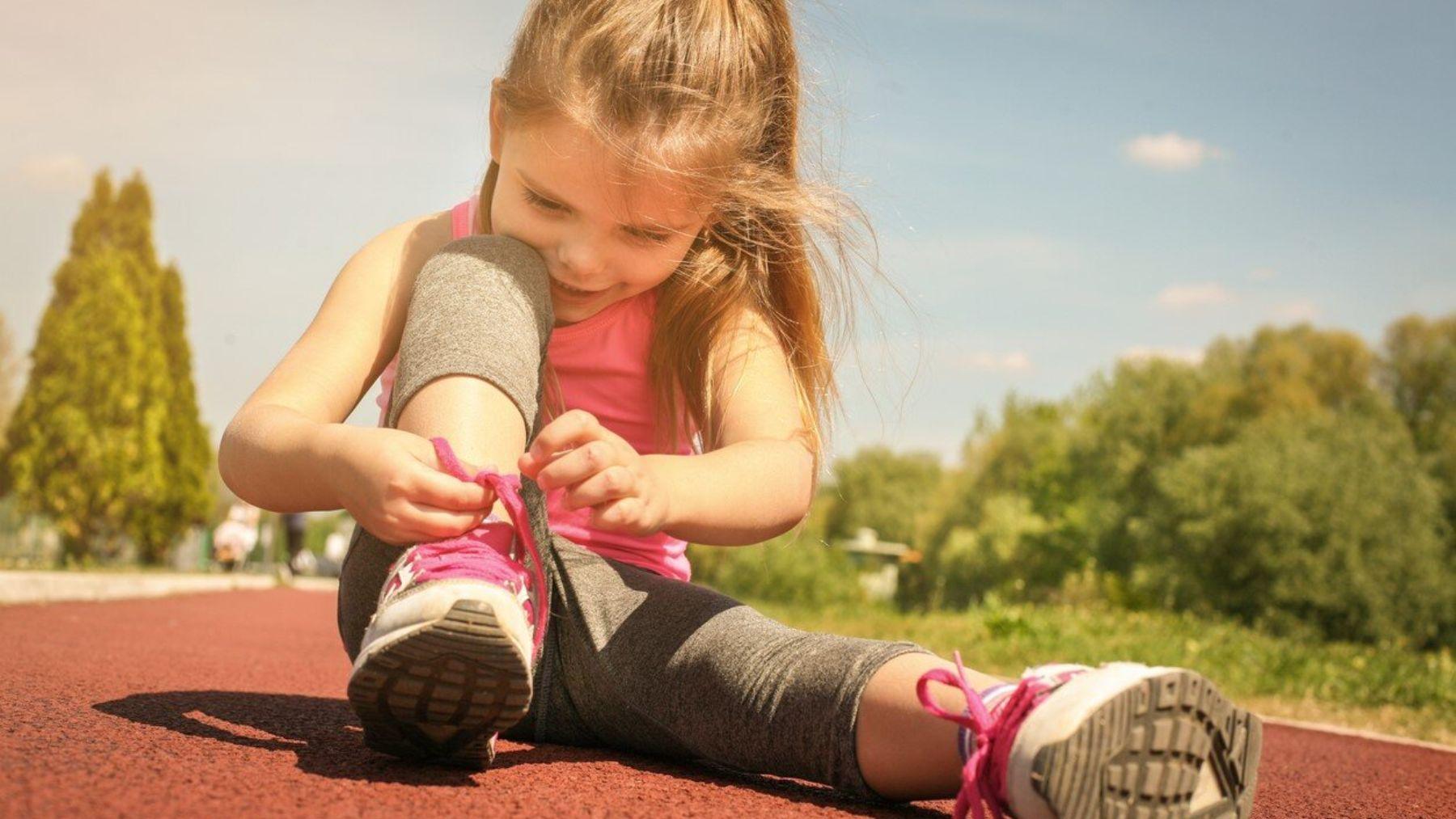 Los pasos a seguir para que los niños aprendan a atarse los cordones