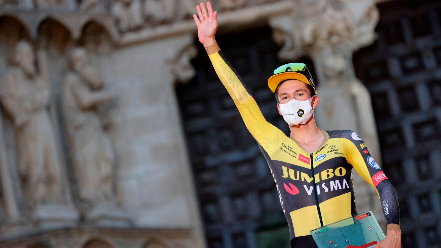 Roglic gana la primera etapa de la Vuelta. (EFE)