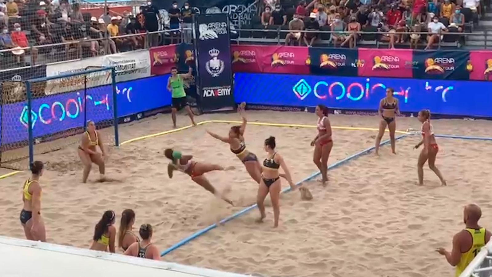 Imagen de la final del Campeonato de España de balonmano playa.