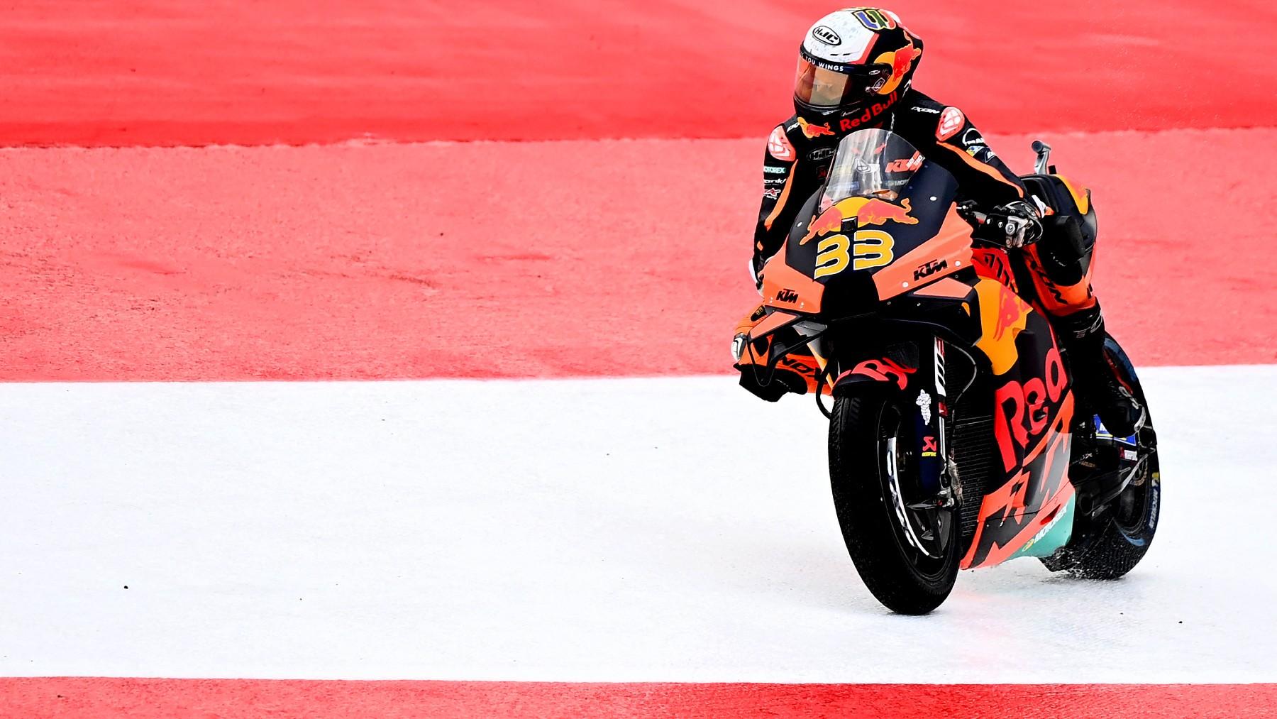 Brad Binder se sale de la pista en el Gran Premio de Austria. (AFP)