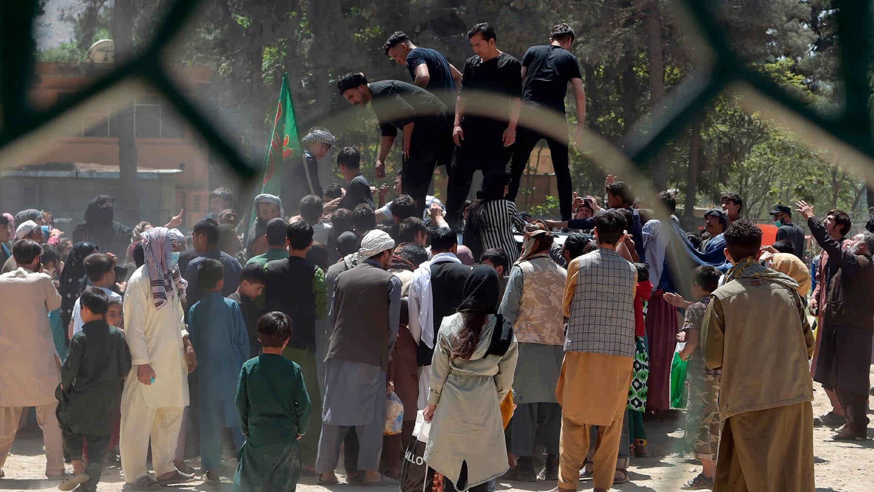 Caos en Kabul, ante la llegada de los talibanes.