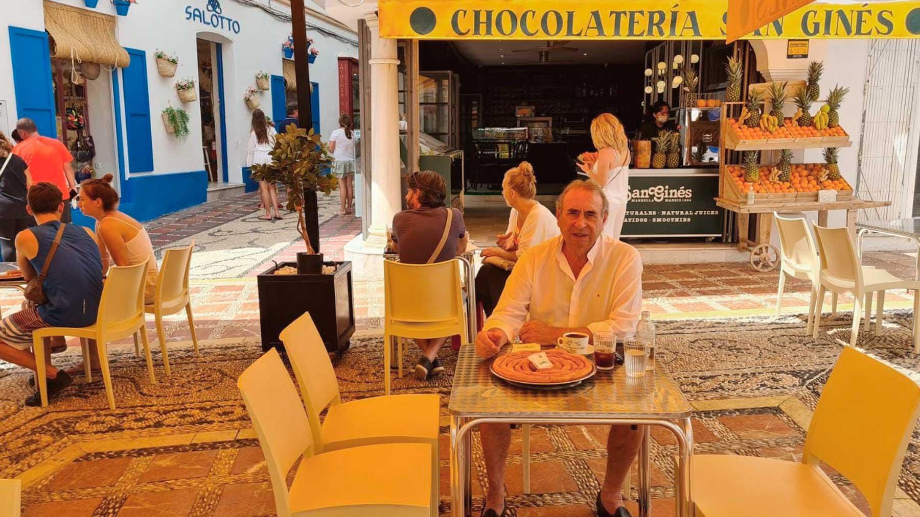 El dueño de la churrería madrileña San Ginés, Pedro Trapote, en la nueva tienda abierta en Marbella.