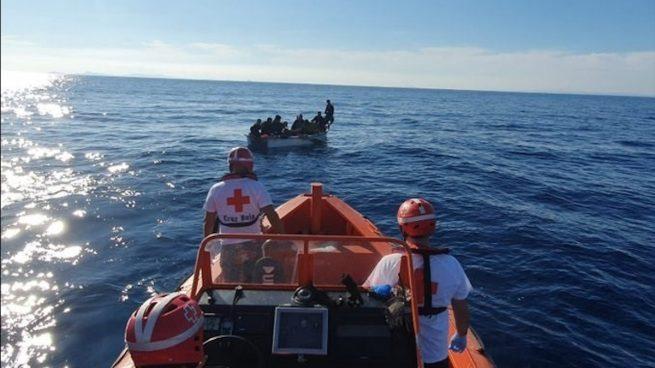 Inmigrantes avisan a Salvamento Marítimo por WhatsApp de la posición de su patera para ser rescatados
