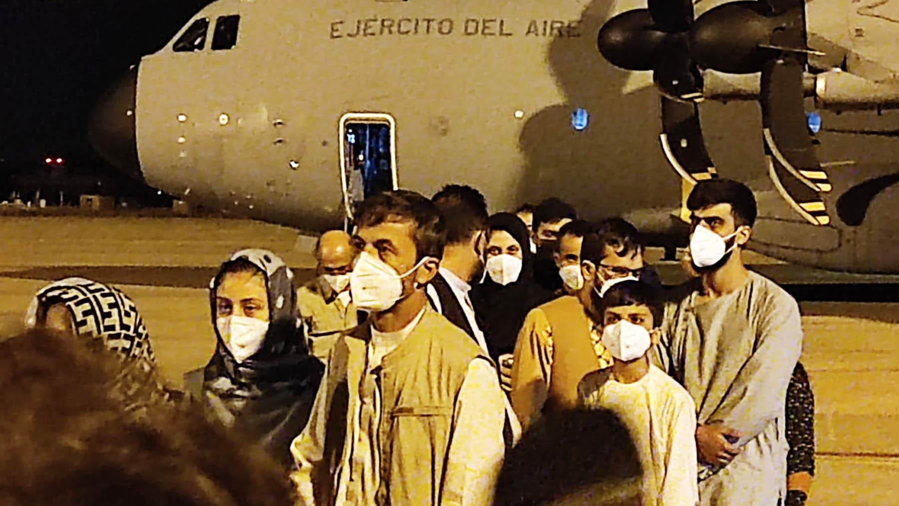 Llegada a suelo español de los primeros afganos que han sido evacuados desde Kabul.