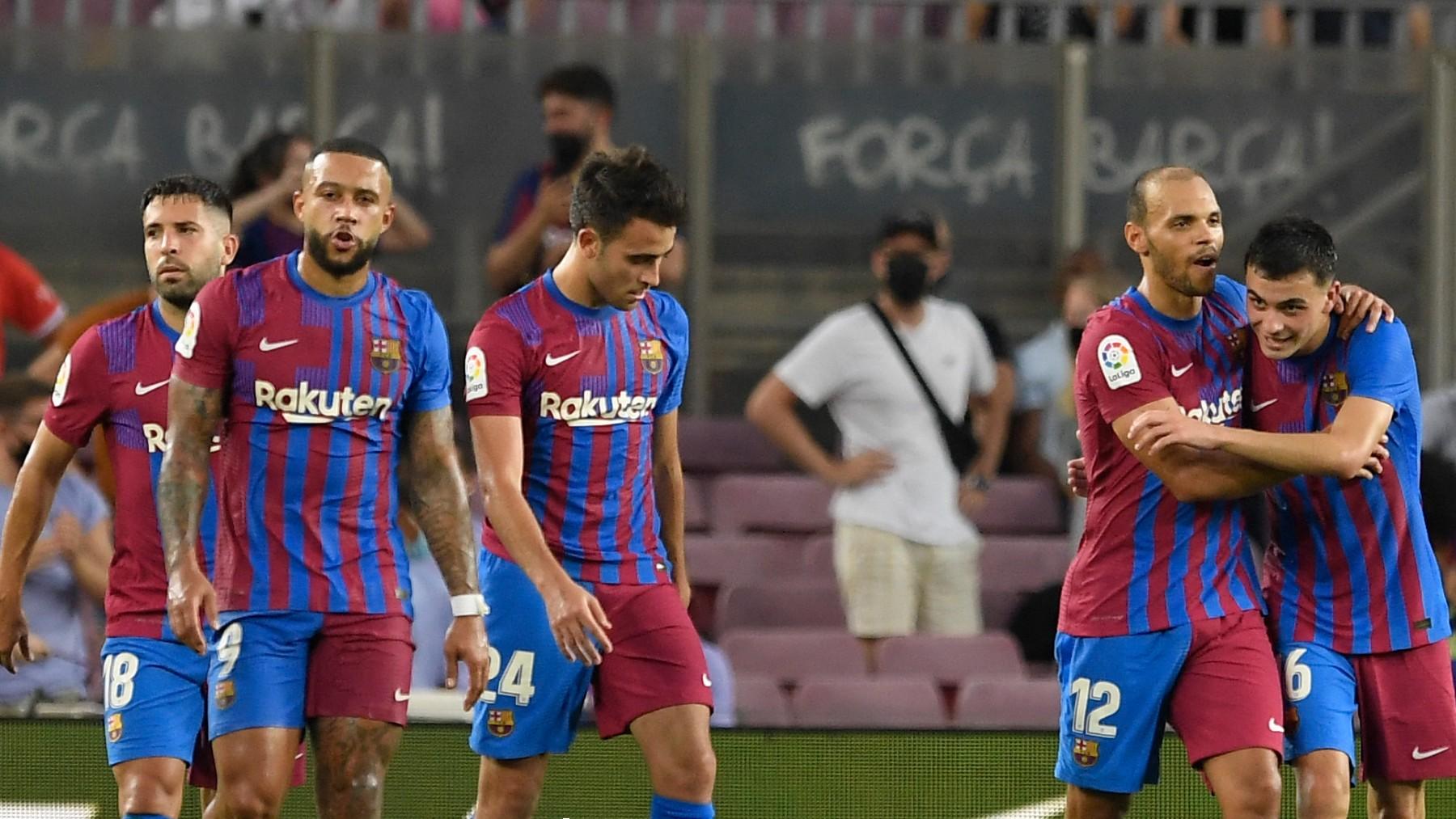 Los jugadores del Barcelona celebran uno de sus goles ante la Real Sociedad. (AFP)