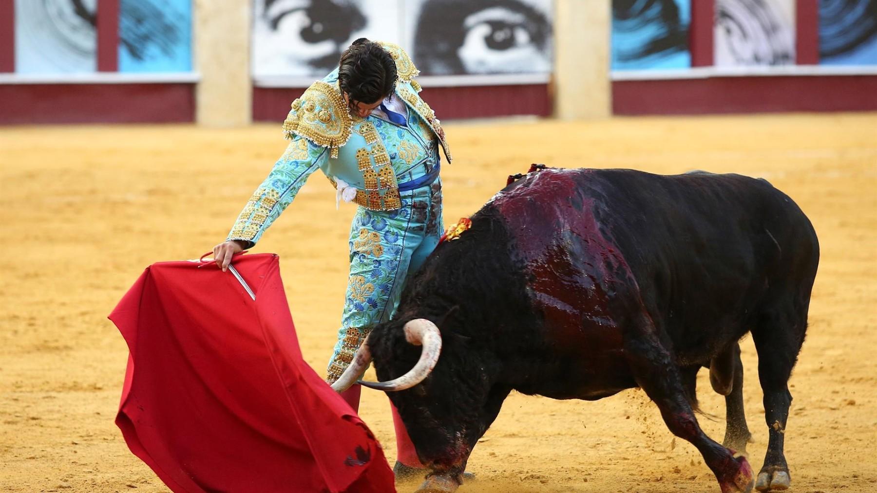 El torero Morante de la Puebla durante la faena del cuarto toro.