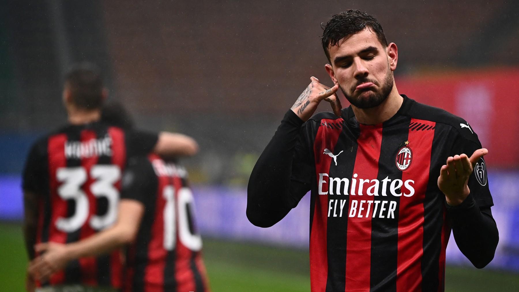 Theo Hernández durante un partido con el Milan. (AFP)