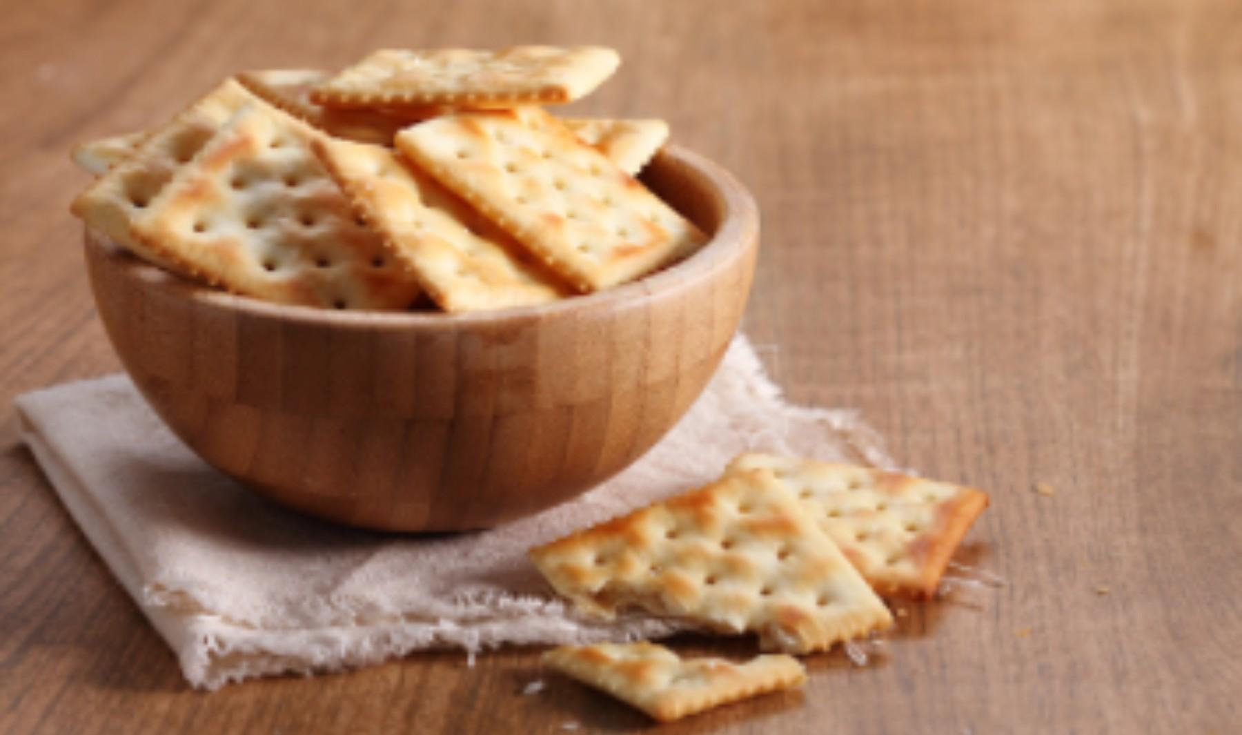 Galletas saladas crackers, receta de picoteo fácil de preparar