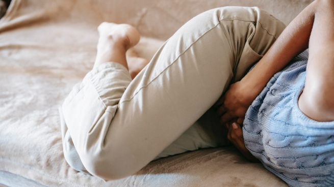 Gases, herpes, neumonía y otros: las causas del dolor en el costado derecho