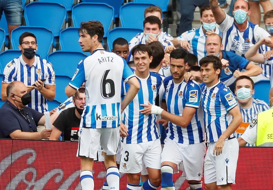 La Real Sociedad celebra un gol. (EFE)