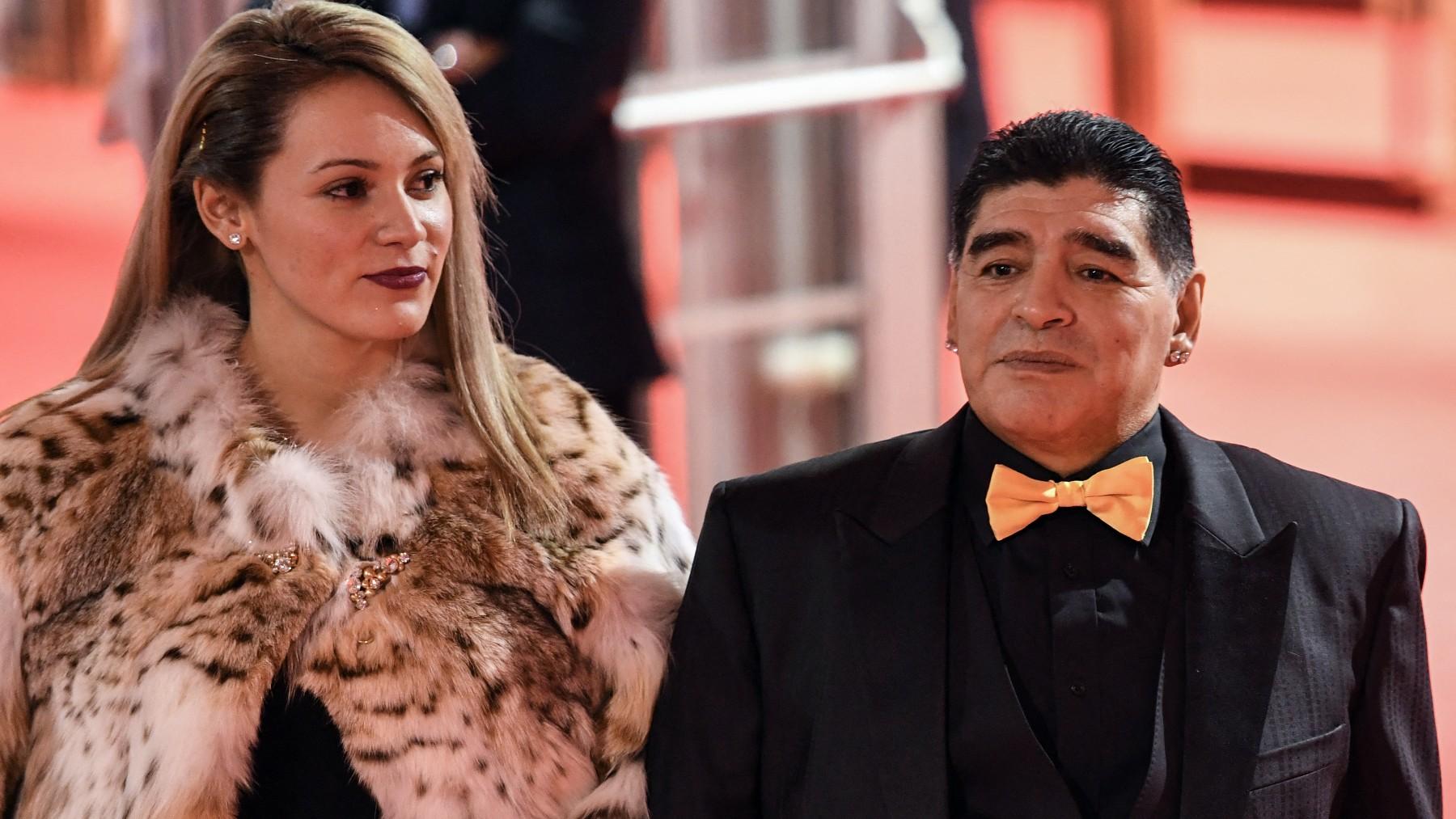 Maradona, con Rocío Oliva. (AFP)