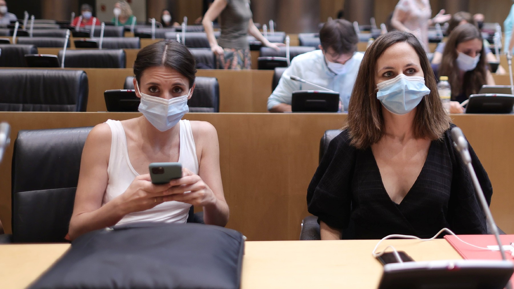 Irene Montero e Ione Belarra en el Congreso. (Foto: EP)