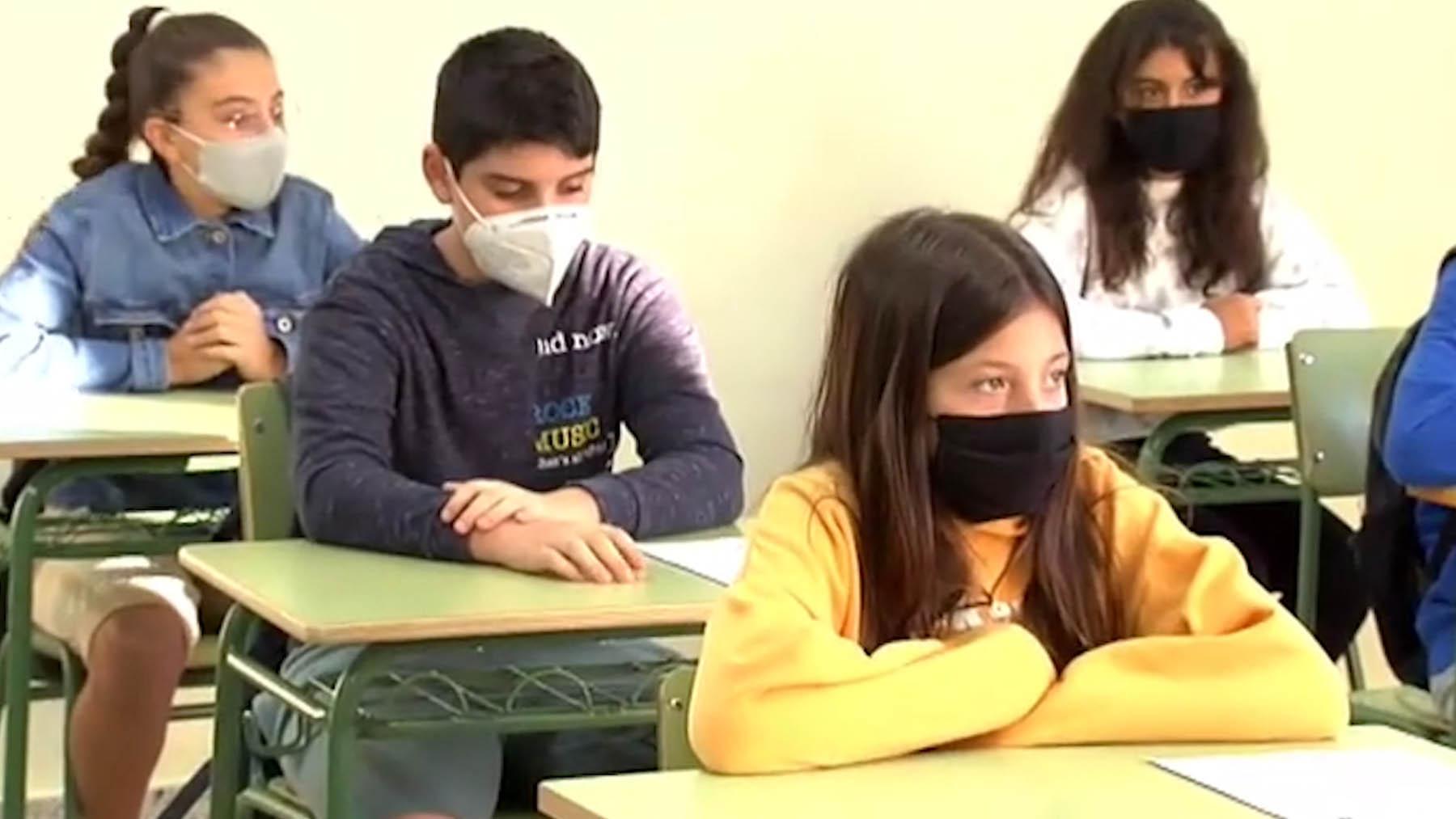 Alumnos en el aula de un colegio.