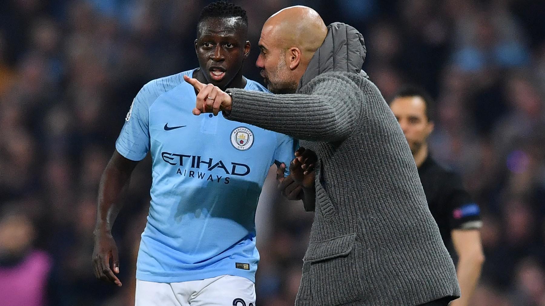 Mendy, con Guardiola. (AFP)