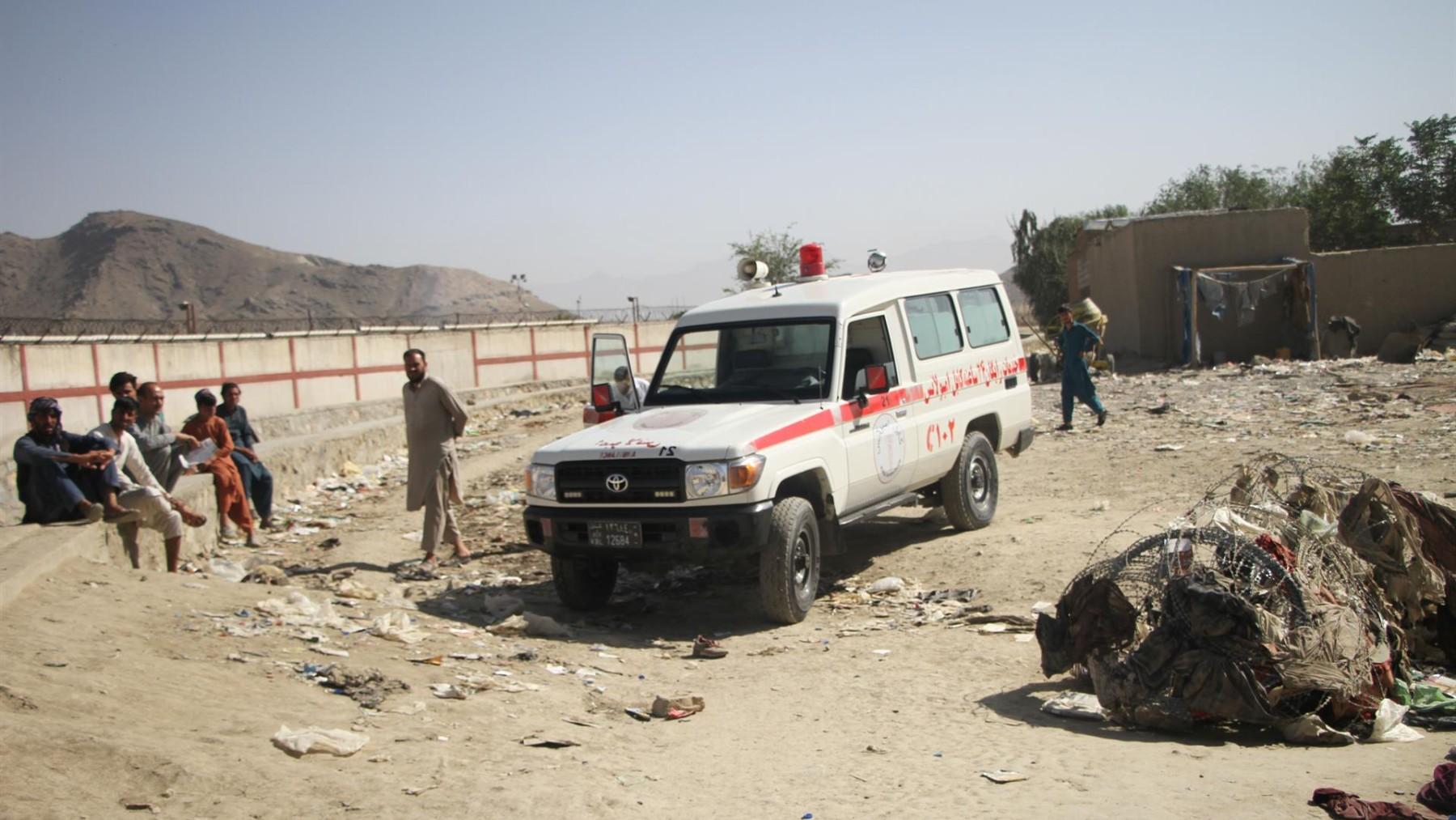 Inmediaciones del aeropuerto de Kabul tras el atentado.  SAIFURAHMAN SAFI / XINHUA NEWS / CONTACTOPHOTO