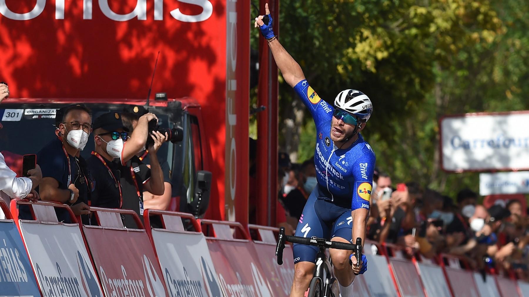 Florian Senechal celebra su victoria en la etapa 13 de La Vuelta a España. (AFP)
