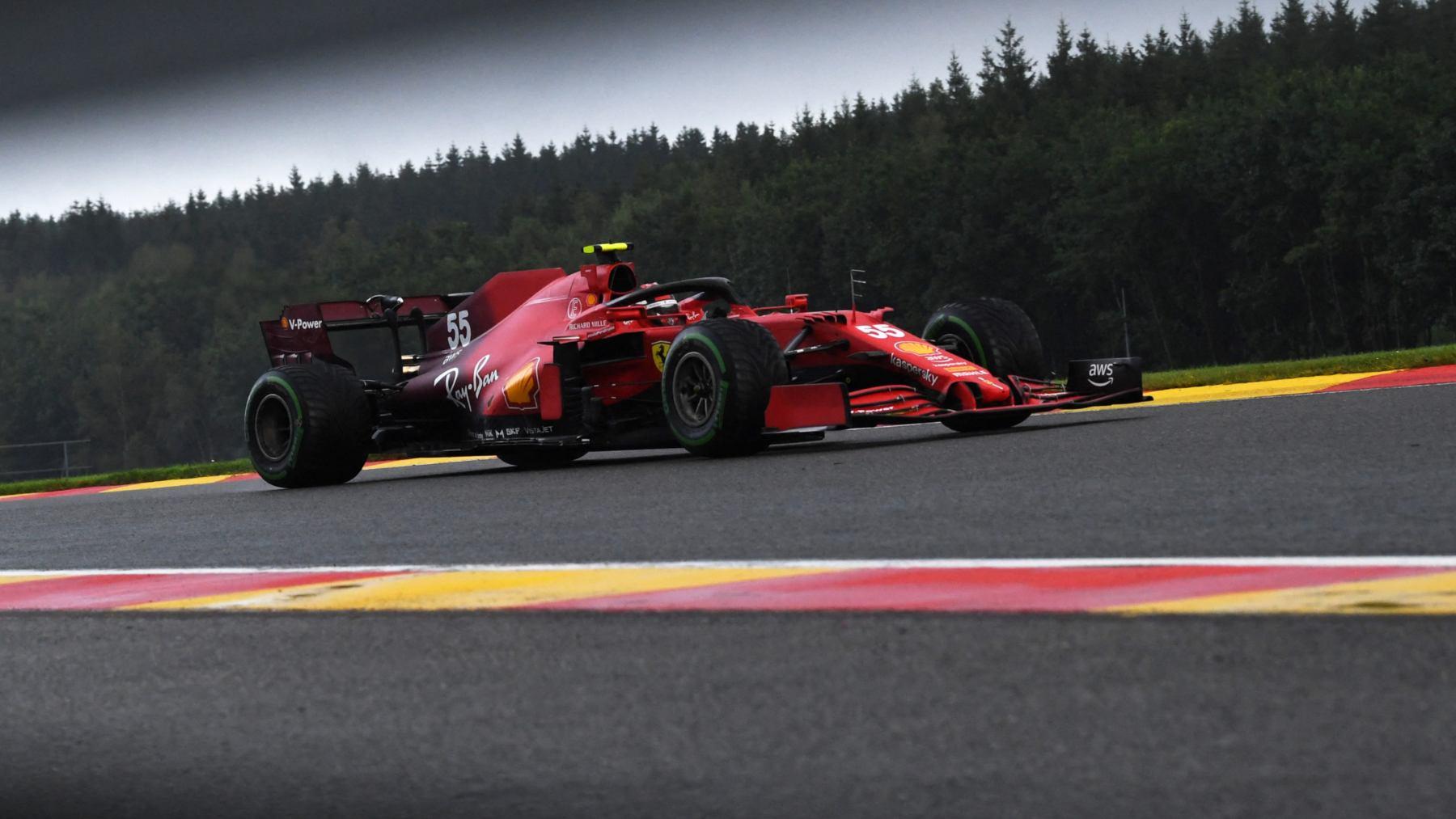 Carlos Sainz durante la sesión de clasificación del GP de Bélgica. (AFP)