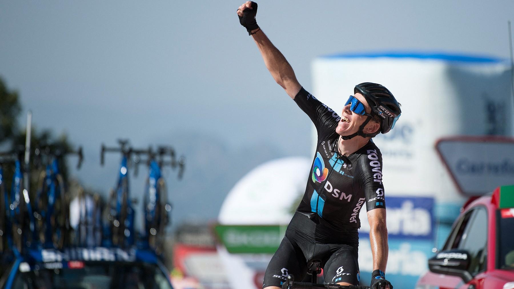 Romain Bardet celebra su triunfo en La Vuelta. (AFP)