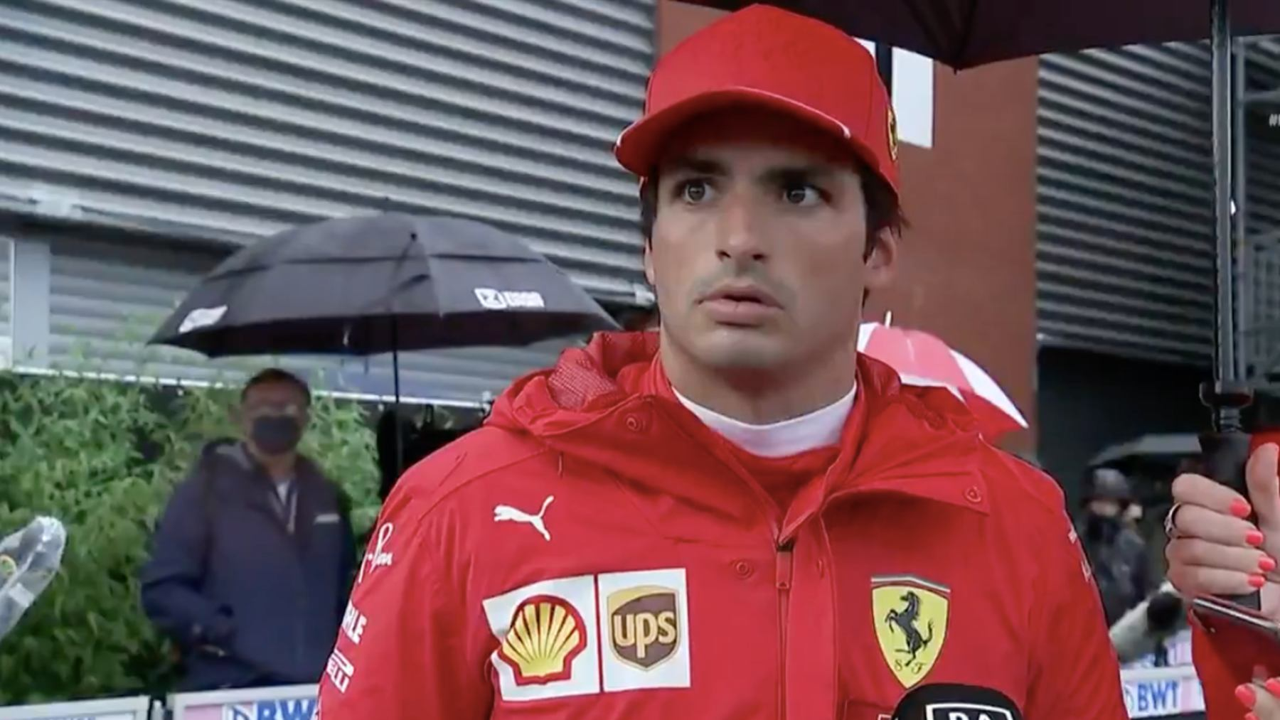 Carlos Sainz, tras ver el accidente de Lando Norris.