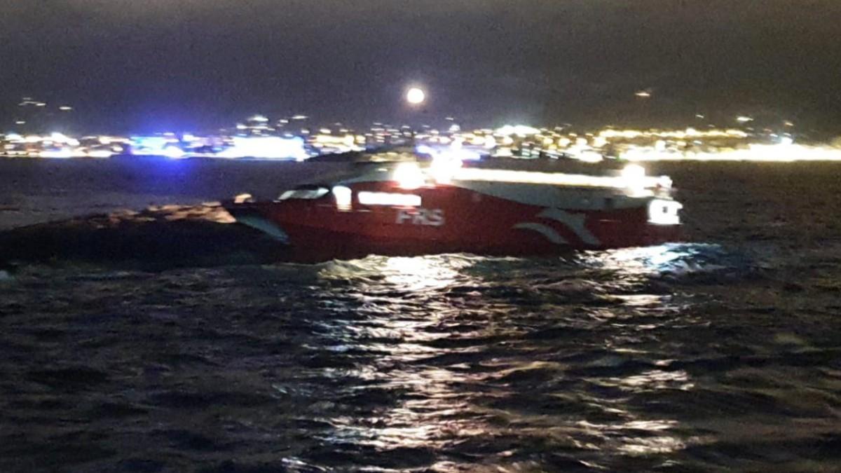Un ferry choca contra els Malvins.