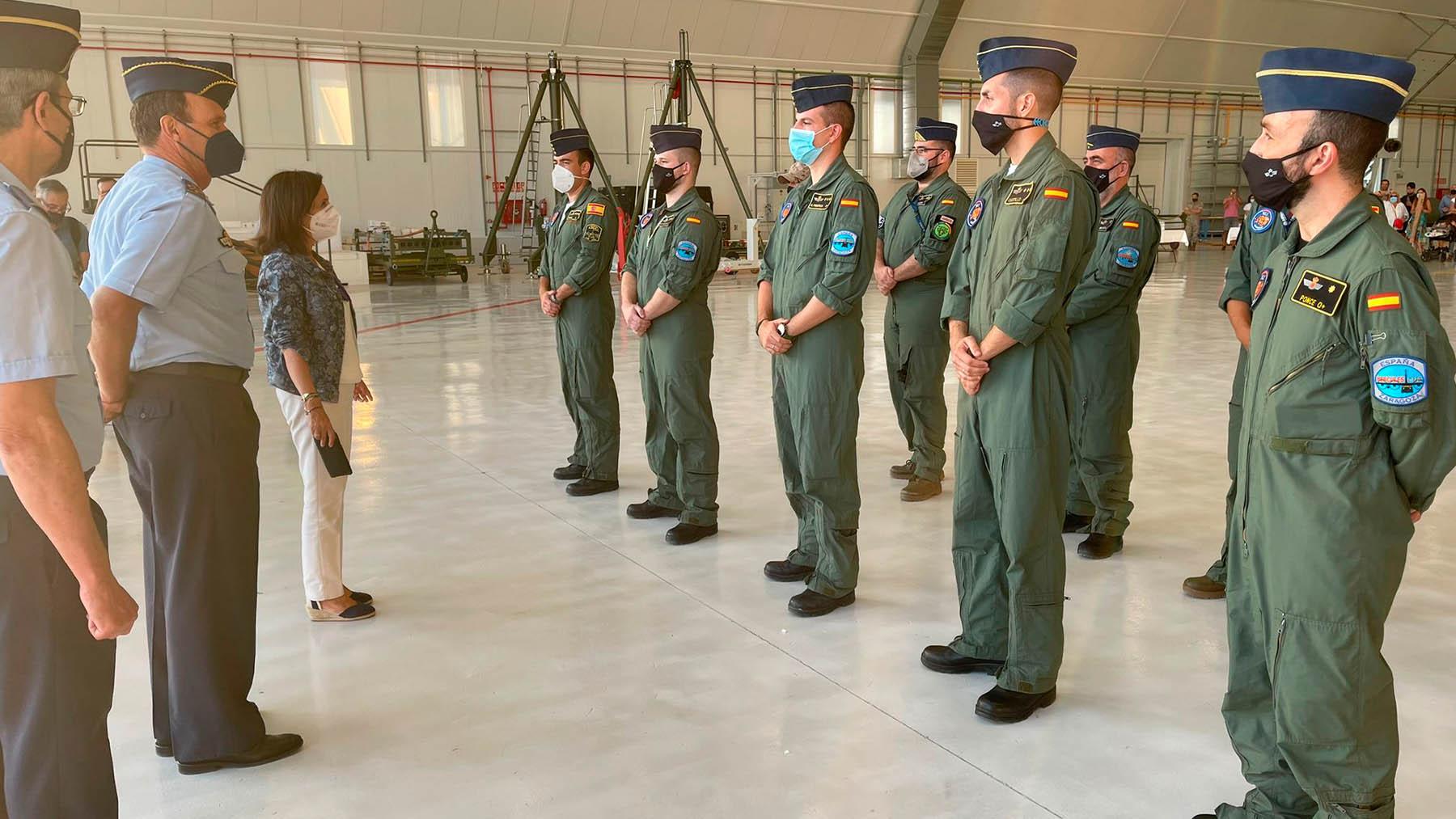 Margarita Robles en la base aérea de Zaragoza