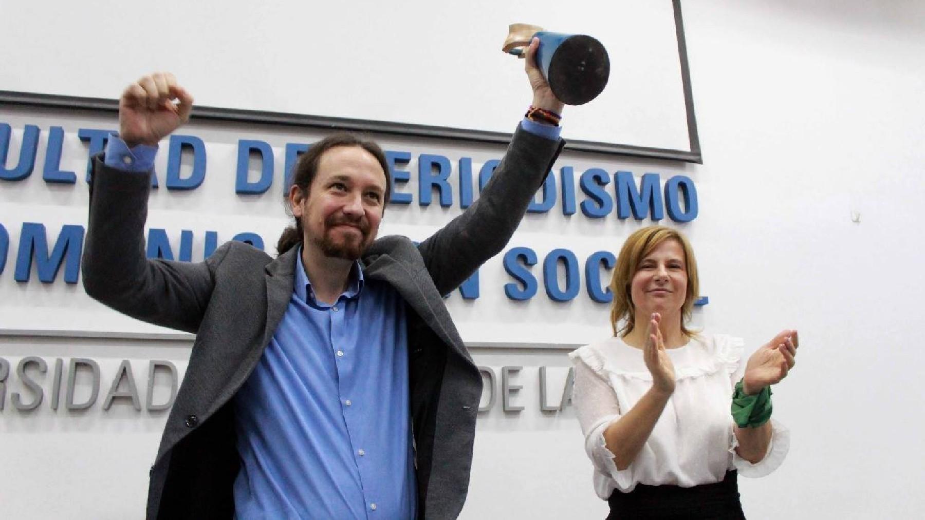 Pablo Iglesias recibiendo el premio en 2018 de manos de la diputada peronista Florencia Saintout. (Foto: UNPL)