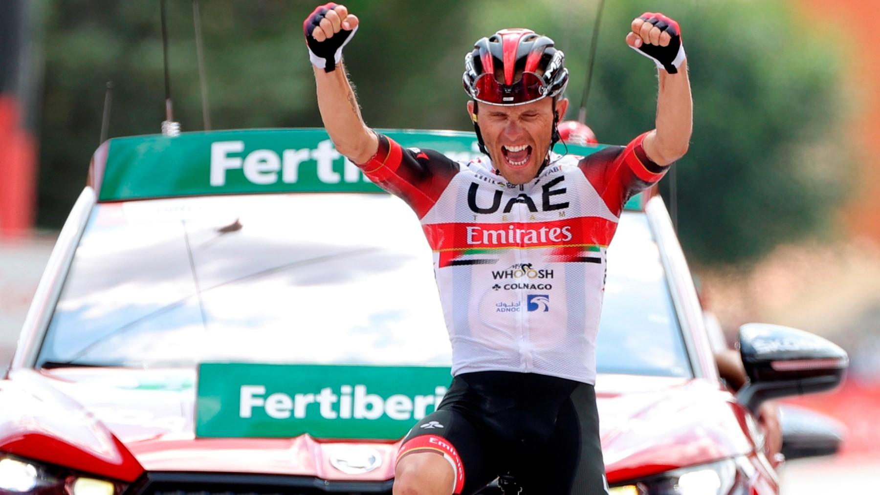 Majka celebra su victoria en La Vuelta. (EFE)