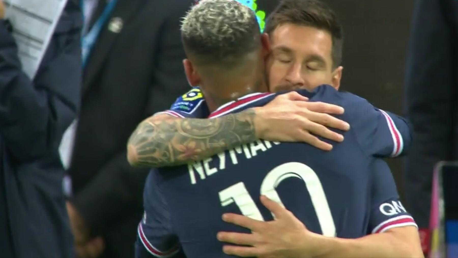 Messi debutó con el PSG entrando por Neymar.