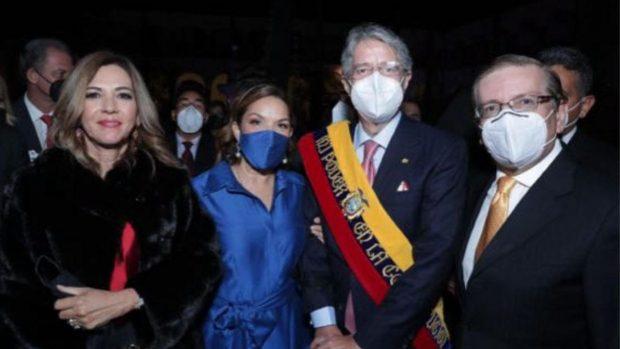 Pascual del Cioppo junto con el presidente de Ecuador, Guillermo Lasso, en el día de su toma de posesión.