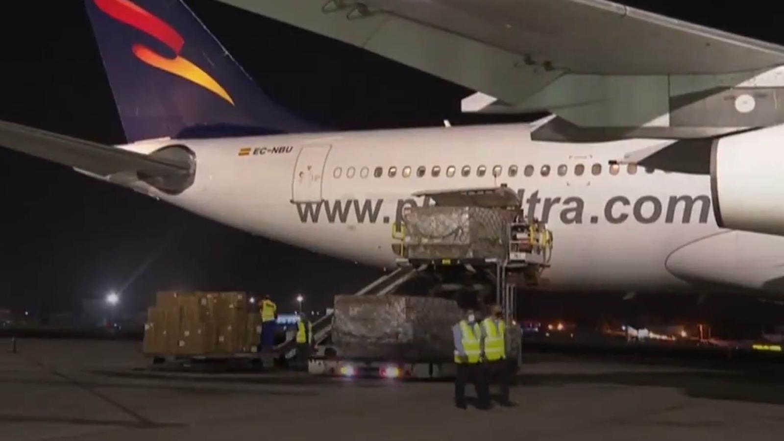 Descarga de la ayuda procedente de China en Cuba.