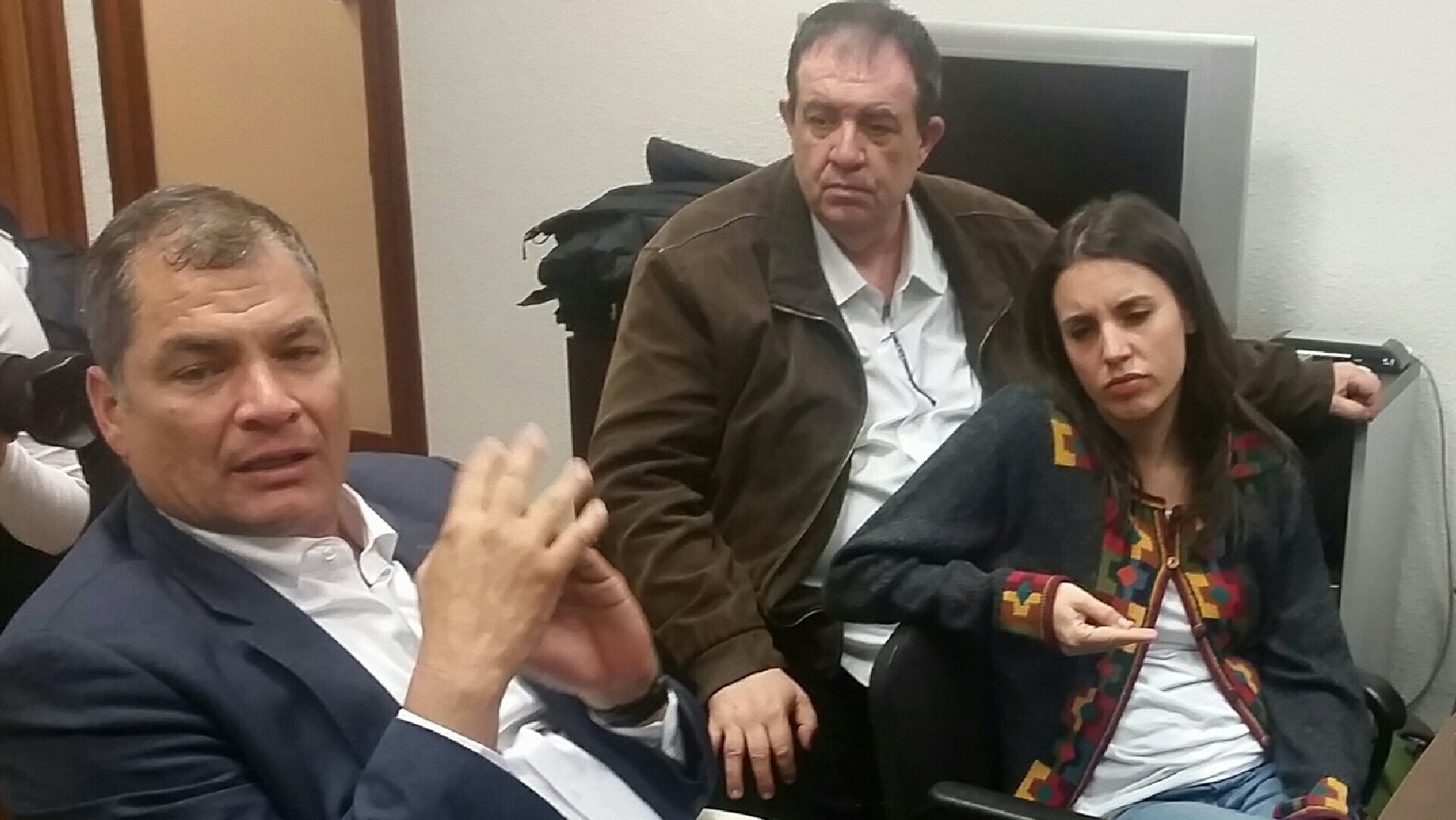 Rafael Correa junto a Irene Montero en una visita a España en 2018. (Foto: @IzRepublicana)