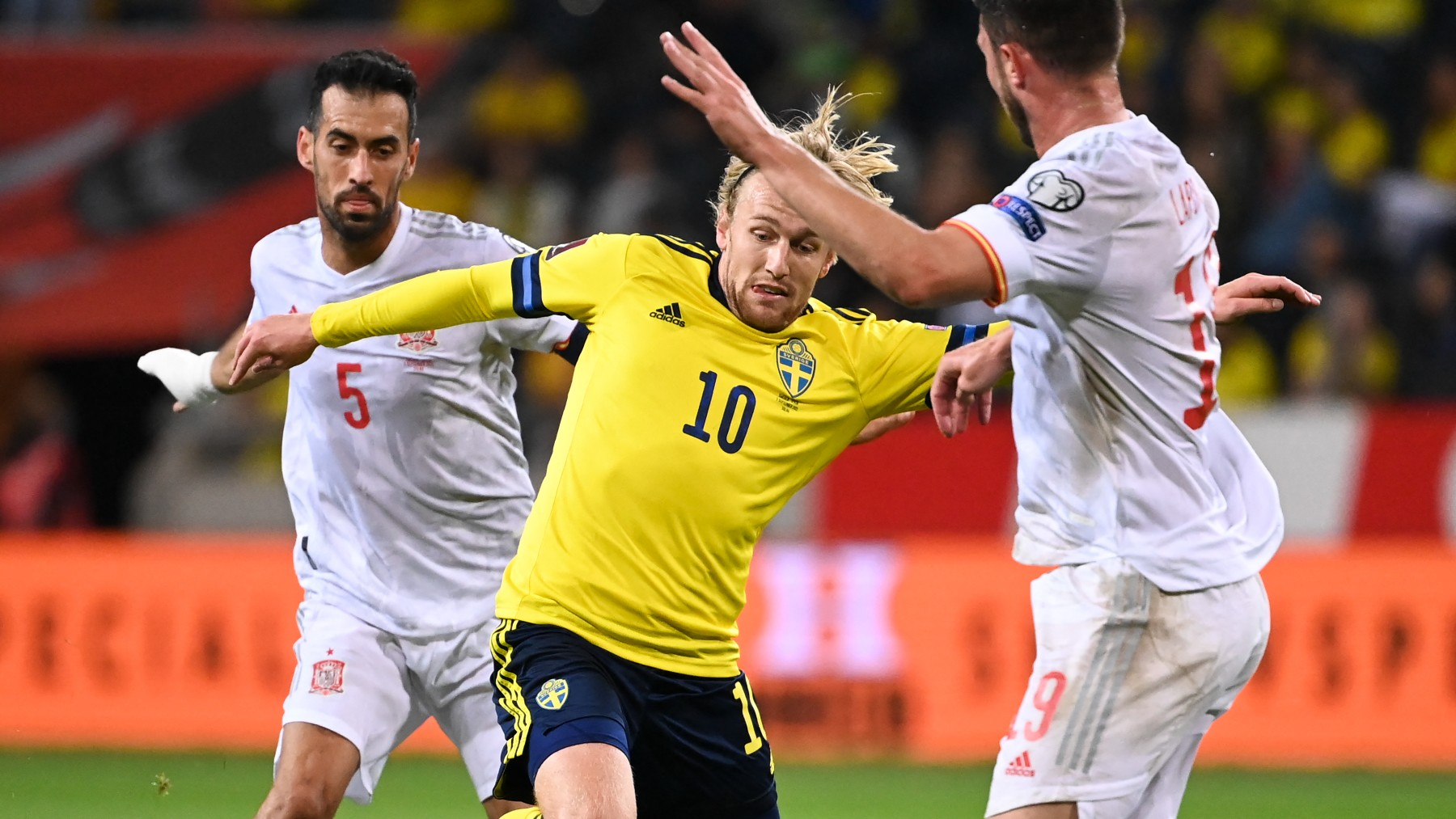 Busquets, durante el Suecia – España. (AFP)