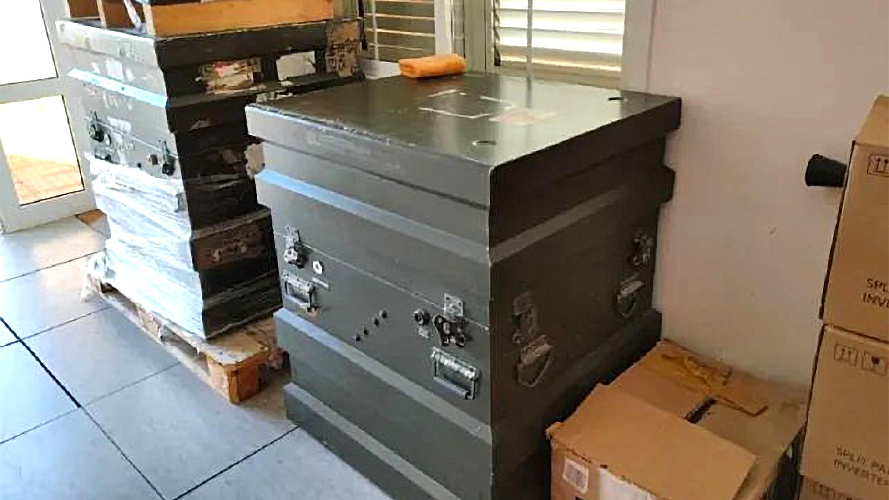 El radar SIVE, guardado en un almacén.