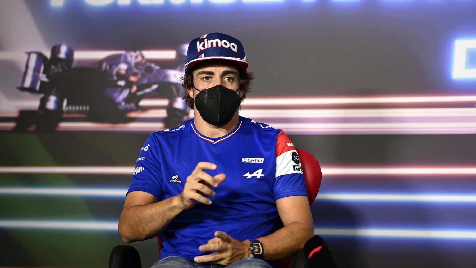 Fernando Alonso en rueda de prensa. (@alo_oficial)