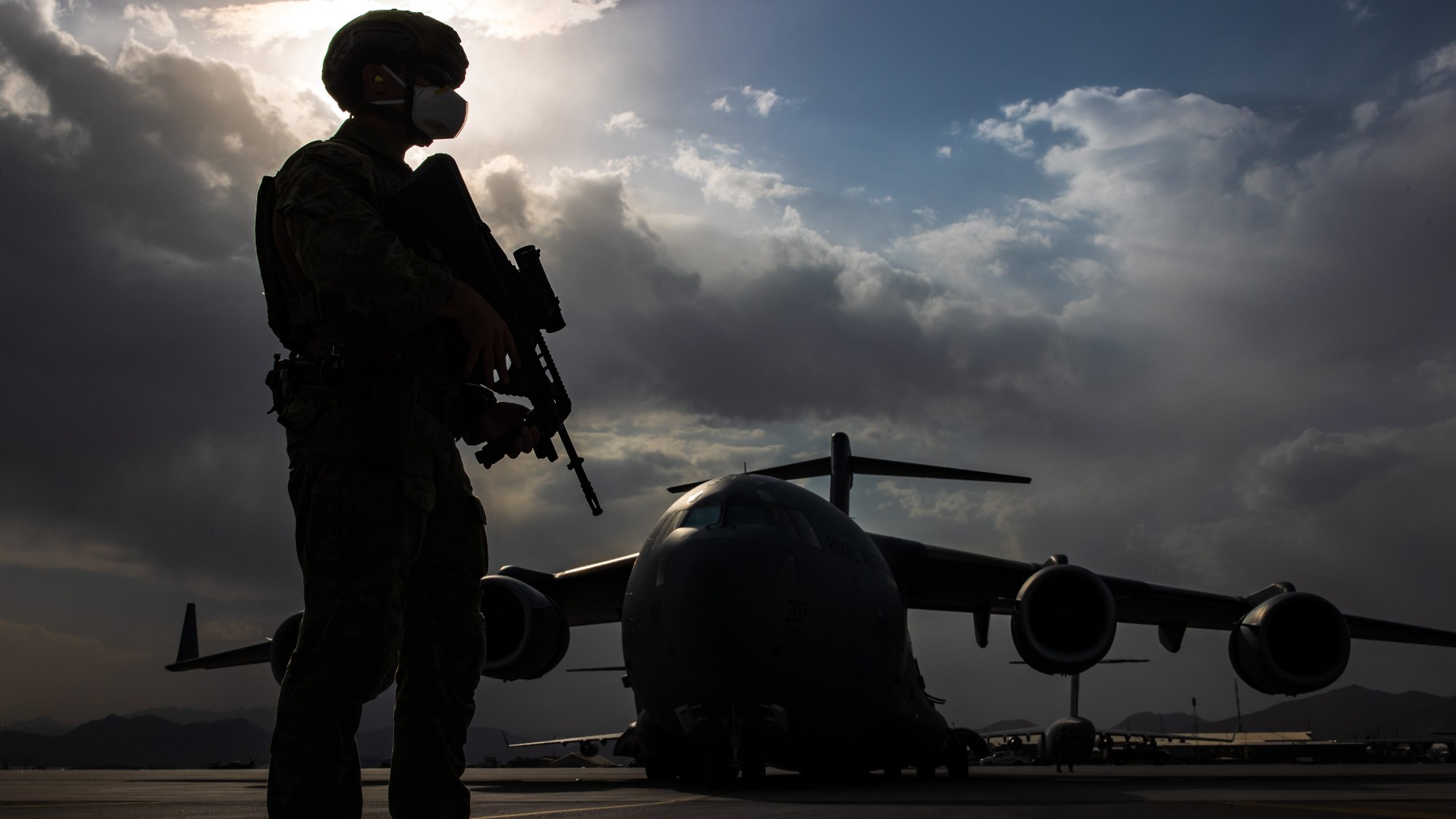 Avión en el aeropuerto de Kabul.