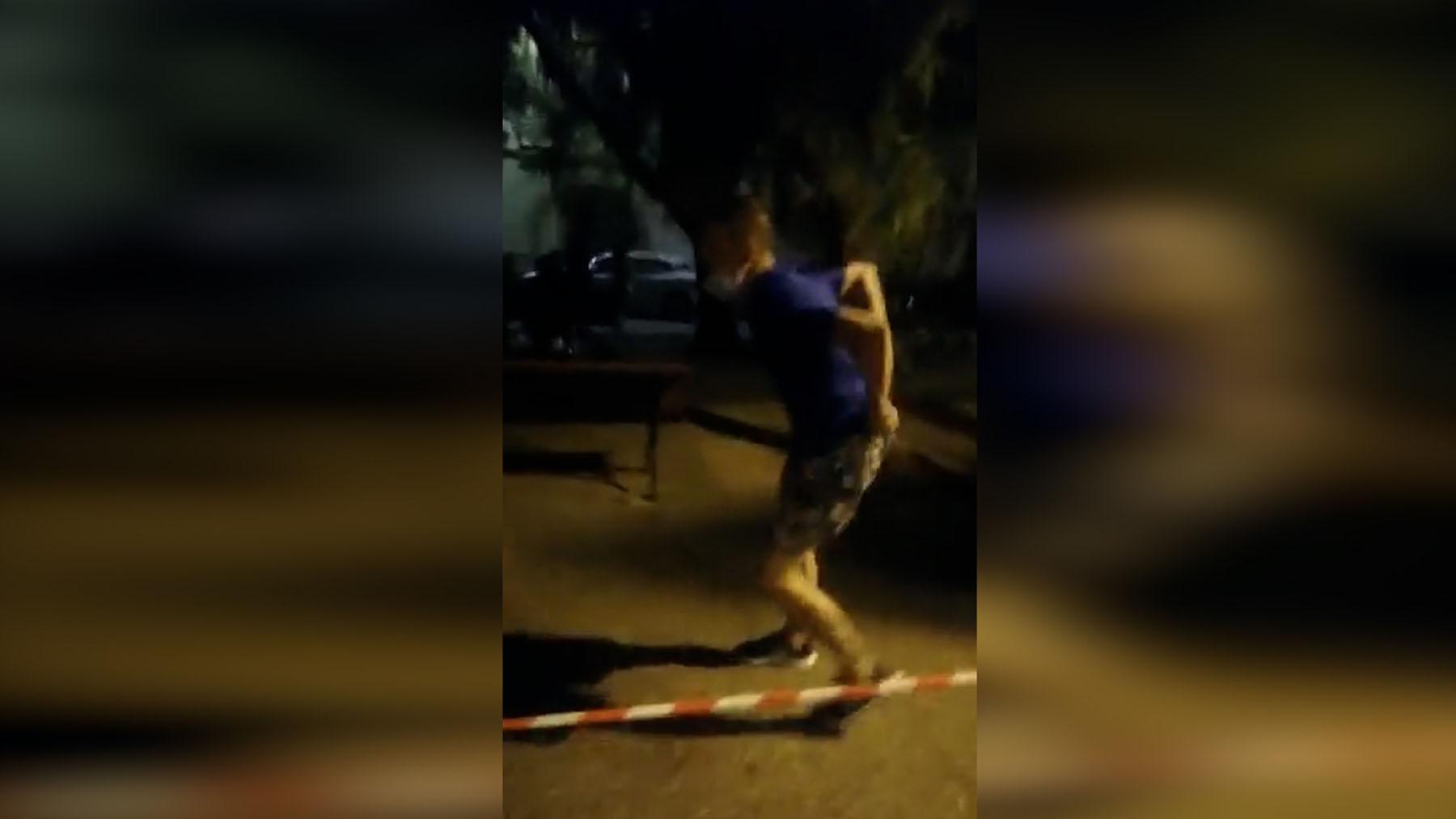 Un hombre amenaza con un pistola a los asistentes de una charla en Castellón.