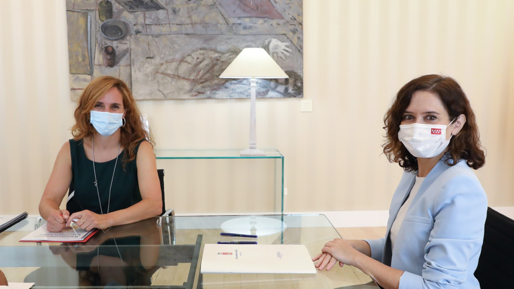 Mónica García e Isabel Díaz Ayuso.