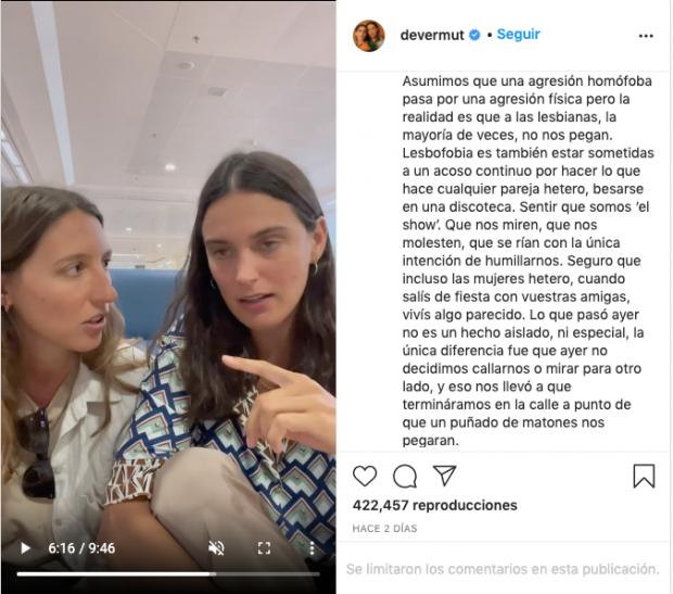 Publicación en el perfil de instagram 'Devermut' donde las influencers acusan falsamente de homofobia a un local de Conil de la Frontera.