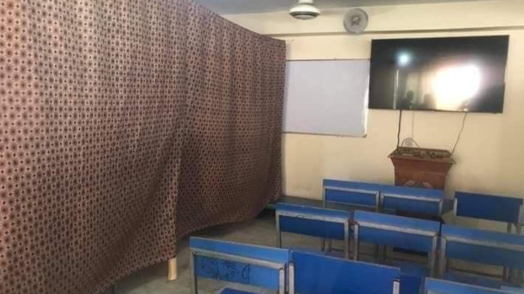 Estado actual de una de las aulas segregadas de la universidad de Herat.