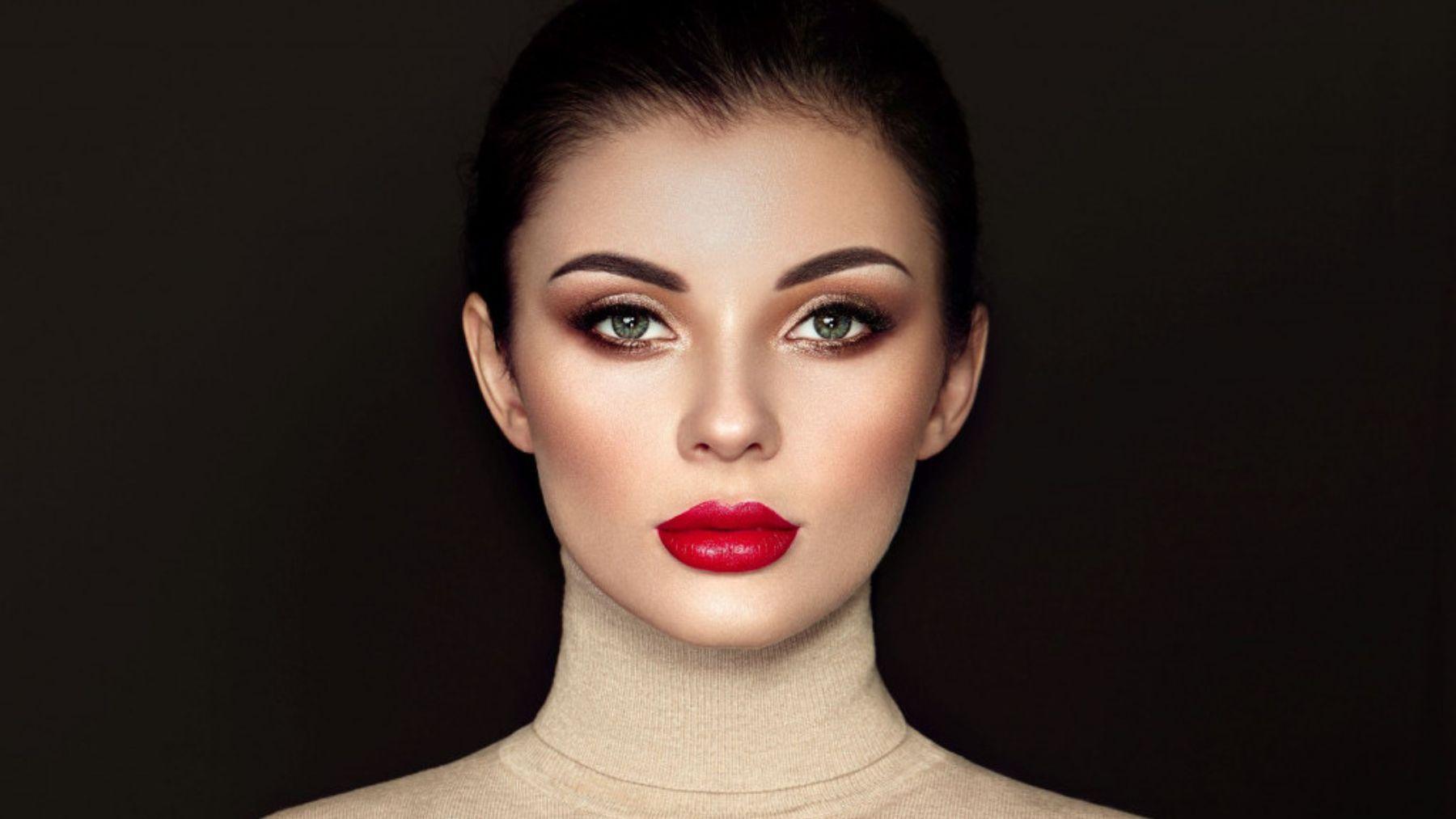 Cuáles son los colores tendencia en el maquillaje de labios para otoño 2021