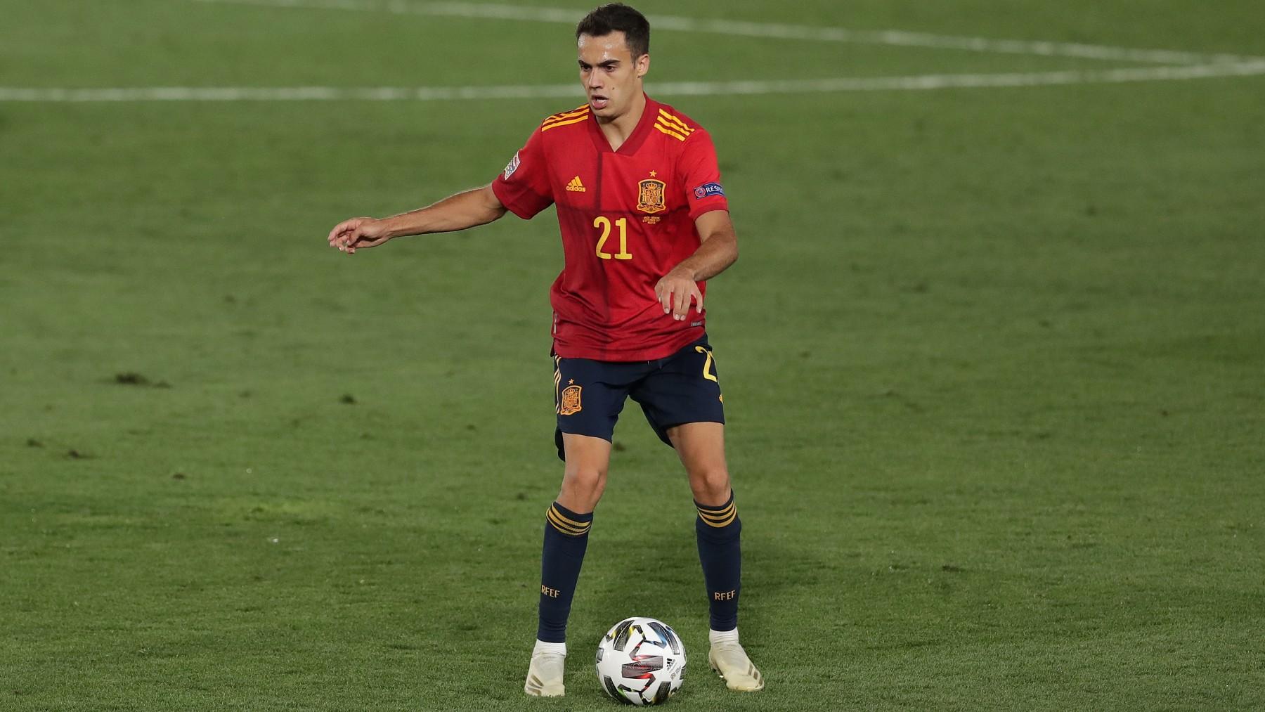 Reguilón, durante un partido de España. (Getty)