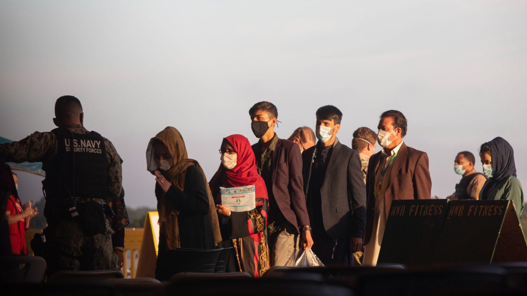 Refugiados afganos llegan a la Base Naval de Rota, en Cádiz (MARÍA JOSÉ LÓPEZ / EUROPA PRESS).