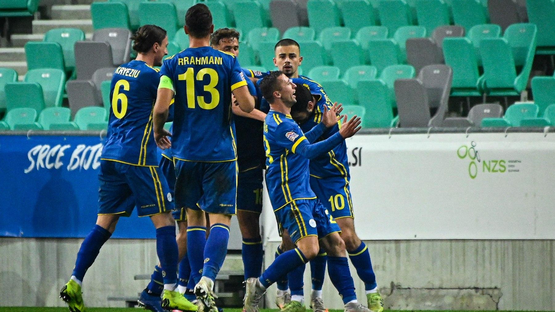 Los jugadores de Kosovo, celebrando un gol (AFP).